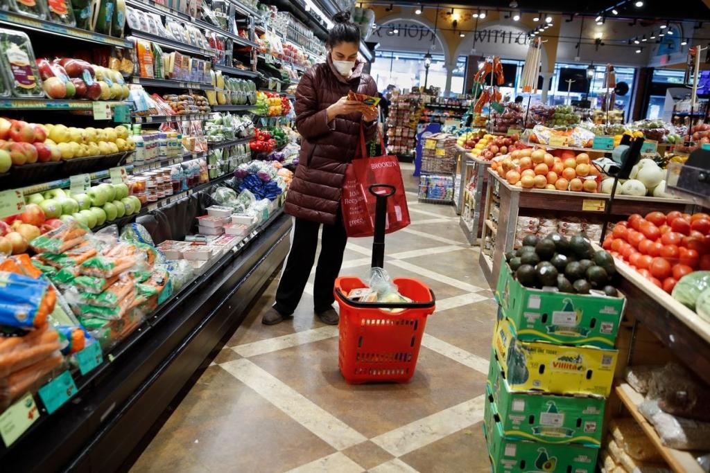 A supermarket in the Harlem neighborhood of New York in mid-April. PHOTO: JOHN MINCHILLO/ASSOCIATED PRESS